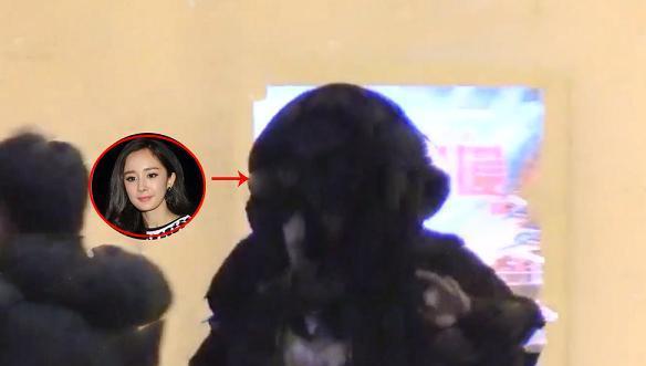 杨幂被拍现身某美容院却遭质疑整容,也是和杨紫一样去做护肤了