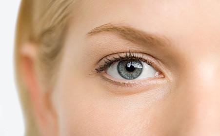 双眼皮肿眼泡应该怎么抽脂?