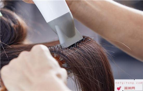 烫发的步骤是怎样的 是先剪还是先烫